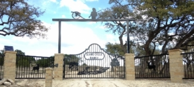 Alamo_Creek_Ranch_Gate